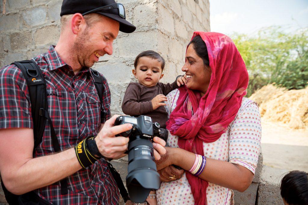 Unterwegs halten wir in einem Dorf der Bishnoi in der Wüste Thar.