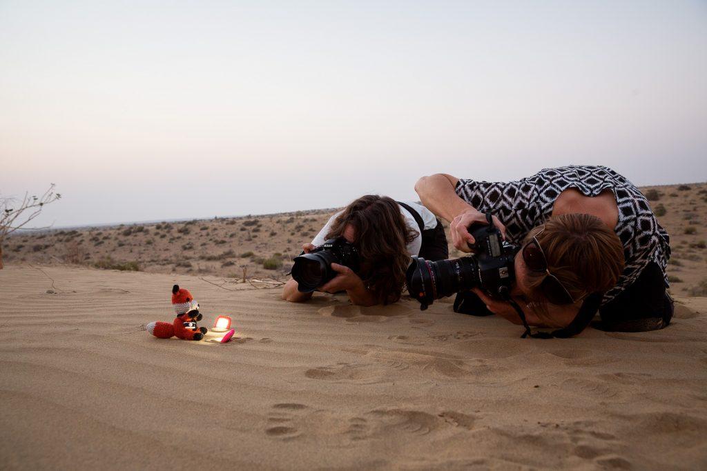 In der Wüste Thar fotografieren wir gemeinsam in die Abendstunden hinein und bannen den Sonnenuntergang auf Bild.