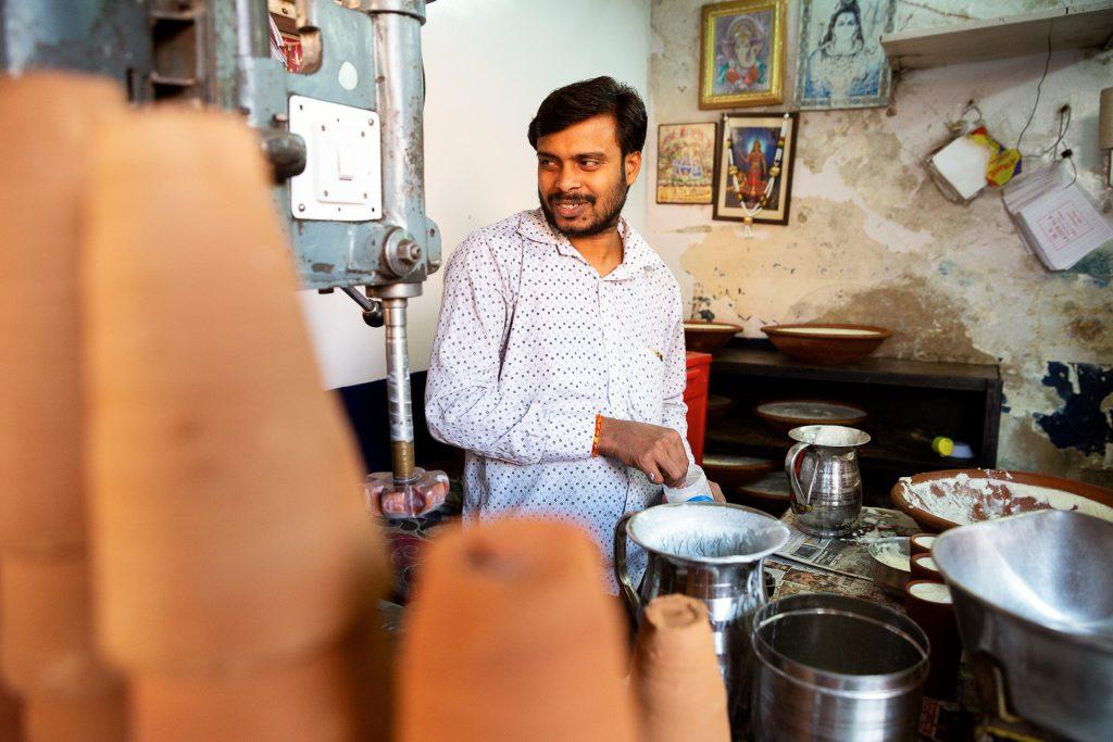 Wir besichtigen bei einem Streifzug den Bazaar von Jaipur. Fotografische und geschmackliche Köstlichkeiten stehen am Programm.