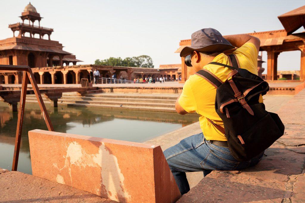 Wir fotografieren in der Geisterstadt Fatehpur Sikri, einem Weltkulturerbe, das von Akbar errichtet wurde.