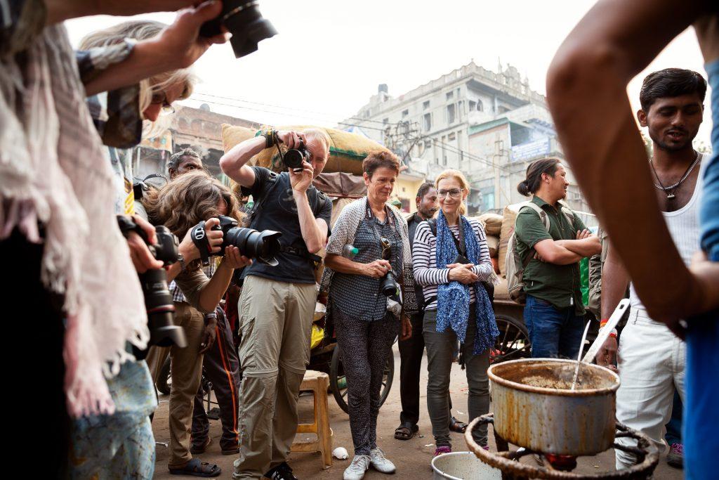 Wir starten unsere Fotoreise in Delhi bei einem gemütlichen Kennenlernen und einem gemeinsamem Austausch bei unserem ersten Streifzug durch die Altstadt.