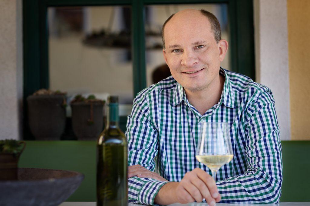 Mit uns unterwegs ist Winzer und Weinprofi Manfred Edelmann, der uns in den Weinbergen interessante Geschichten aus dem Weinbau erzählt.