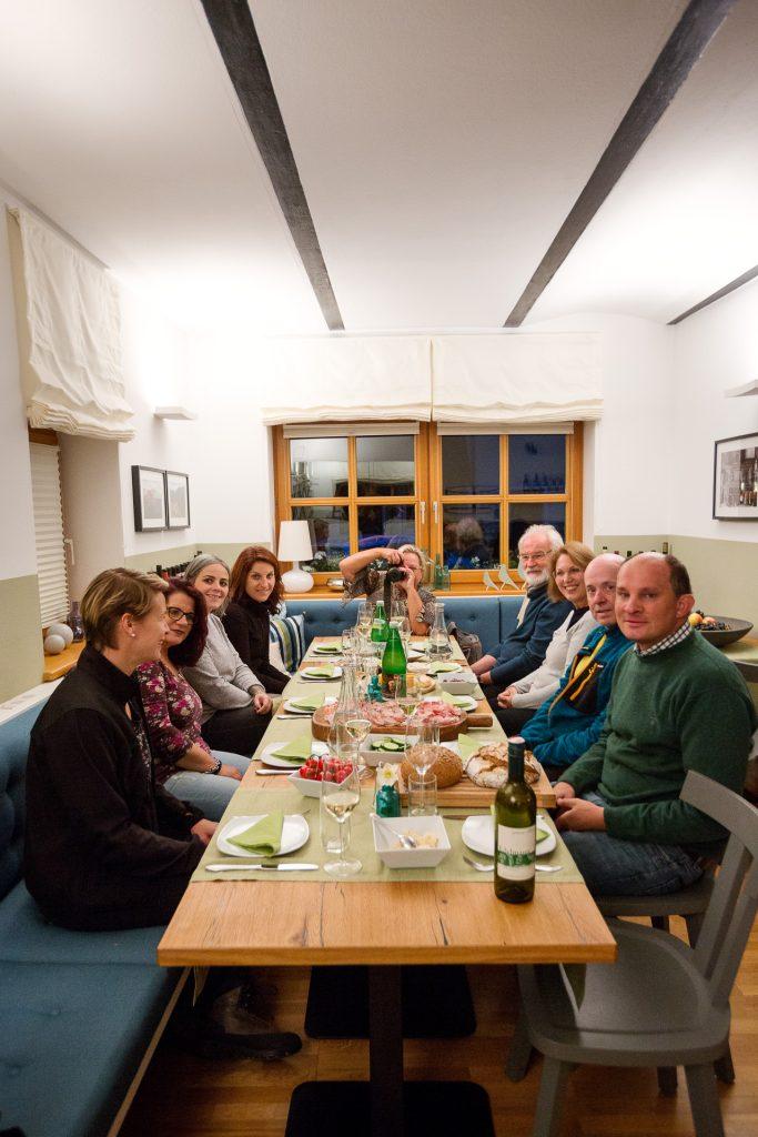 Als hervorragende Abrundung unseres Fotostreifzuges haben wir für dich am Weingut Edelmann eine Jause inklusive Weinverkostung vorbereitet.