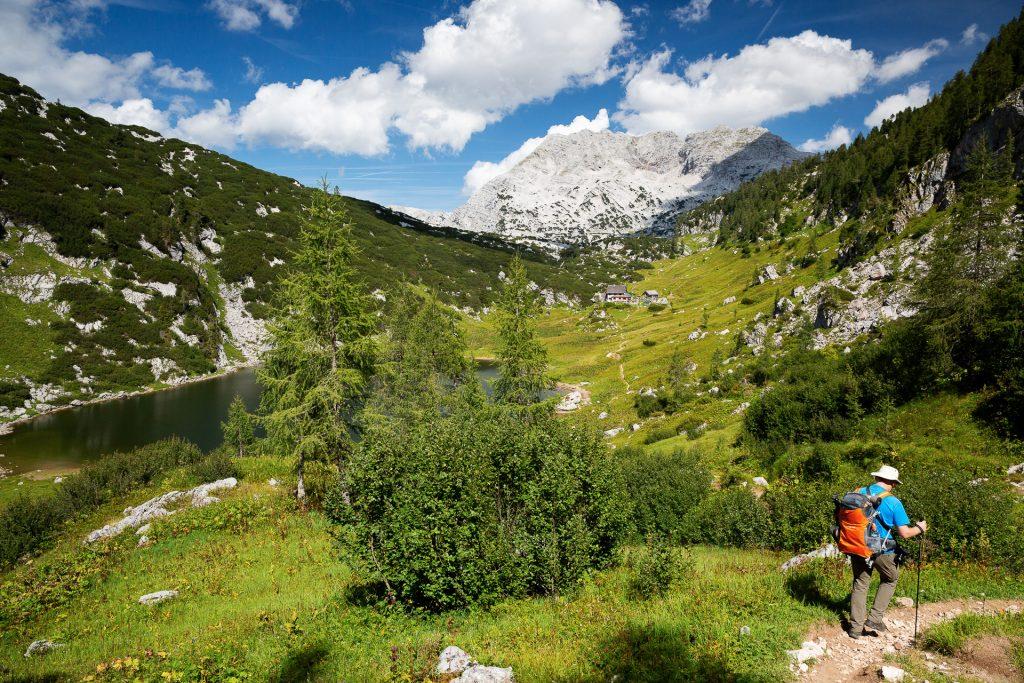 Am Nachmittag errechen wir das Alm-Plateau, auf dem die Pühringer Hütte steht.