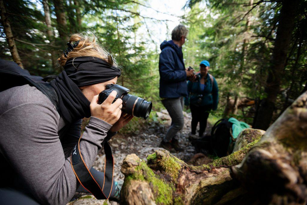 Zwei Profi Fotografinnen an deiner Seite lenken deinen Blick auf die spannendsten Motive.