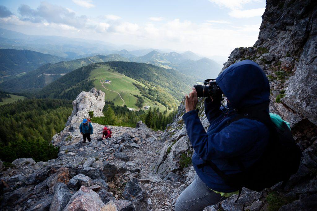 Der Aufstieg auf den Schneeberg wird mit einem weitläufigen Panoramablick belohnt.