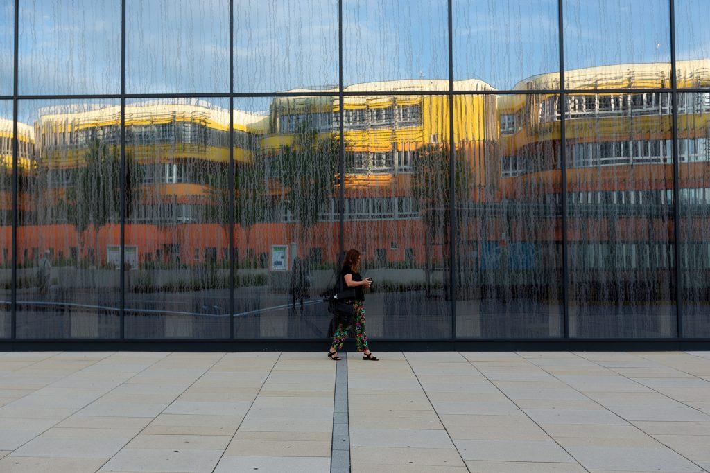Motive dafür findest du ausreichend. In den Glasfassaden der Universitäts-Gebäude.