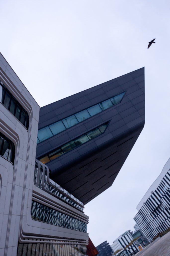 Die moderne Architektur am WU Gelände bietet einen vielfältigen fotografischen Spielplatz.