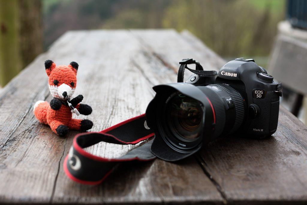 Bei unserem Fotokurs für Anfänger in der Fotografie zeigt dir Finn viele Tipps und Tricks zum Thema Kameratechnik.