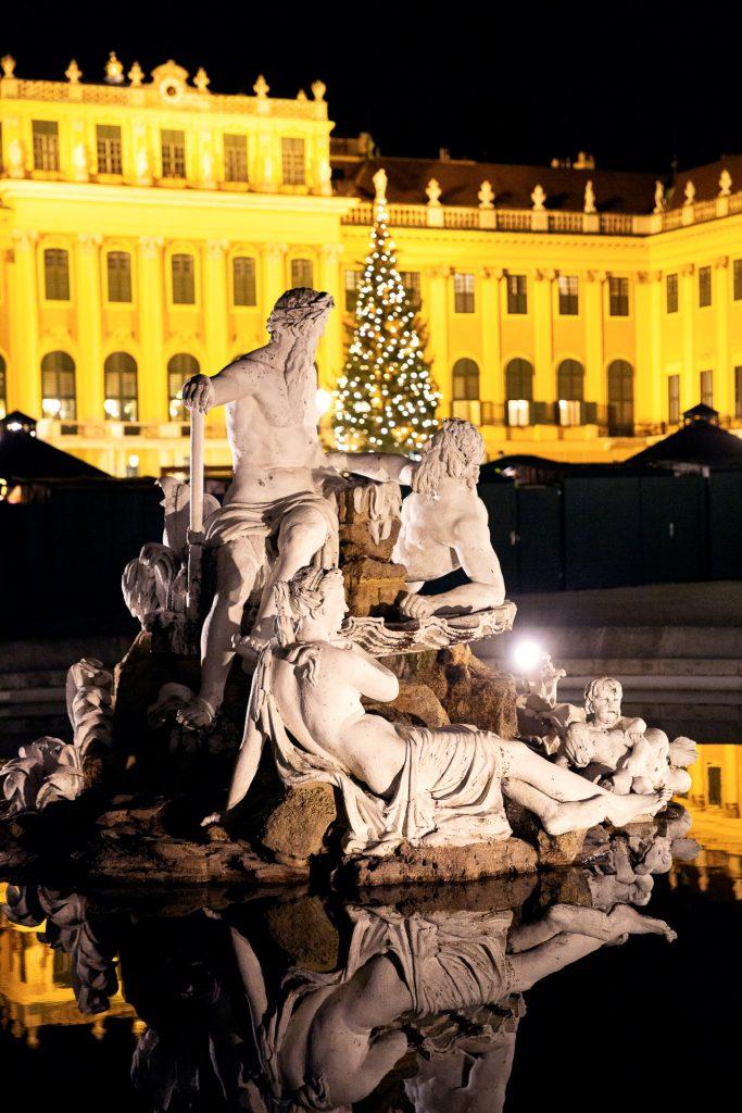 Schönbrunn von seiner weihnachtlichsten Seite erleben.