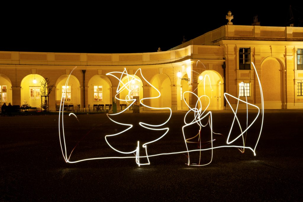 Mit Lichtmalerei deine eigene Weihnachtskarte gestalten.