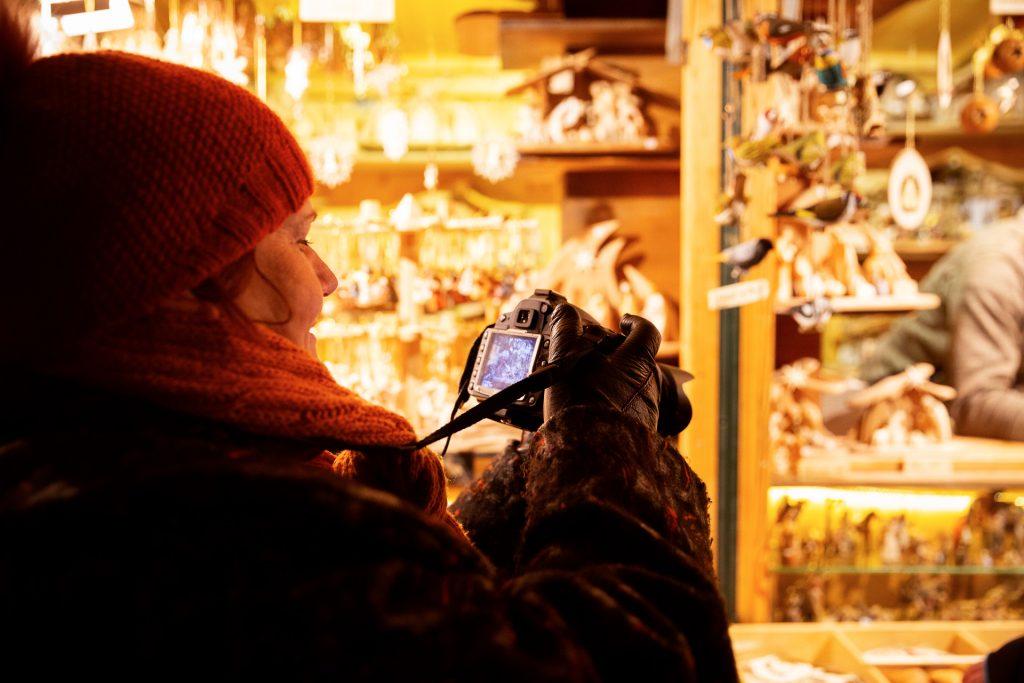 Beim Fotokurs mit Weihnachtszauber gemeinsam durch den Schlosspark in Schönbrunn streifen.