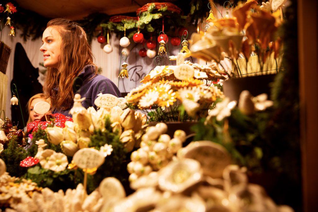 Finde einen Vordergrund für deine Fotos mit Weihnachtszauber.