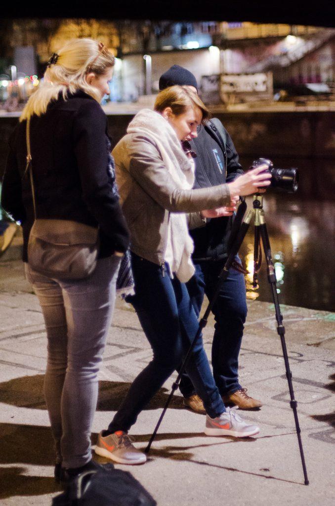 Zum Ausklang des Tages schnallen wir unsere Kameras auf die Stative und meistern den Zauber der Lichtmalerei.