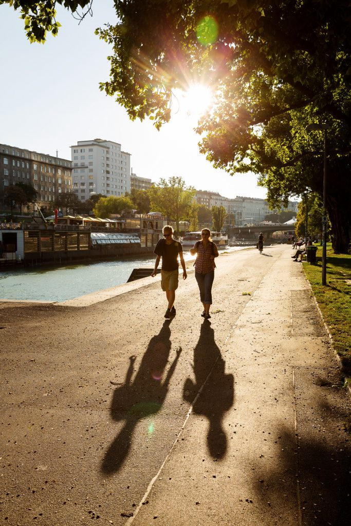 Die tief stehende Sonne kannst du für Lichter- und Schattenspiele auf deinen Fotos nutzen.