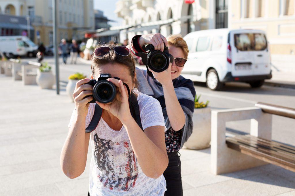 Während der gesamten Reise wird die Gruppe von zwei Profi Fotografinnen betreut.