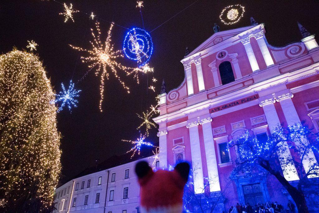 Finn zeigt dir viele Tipps und Tricks wie die besondere Beleuchtung des Festivals of Lights mit deiner Kamera einfängst und dein Equipment winterfest machst.