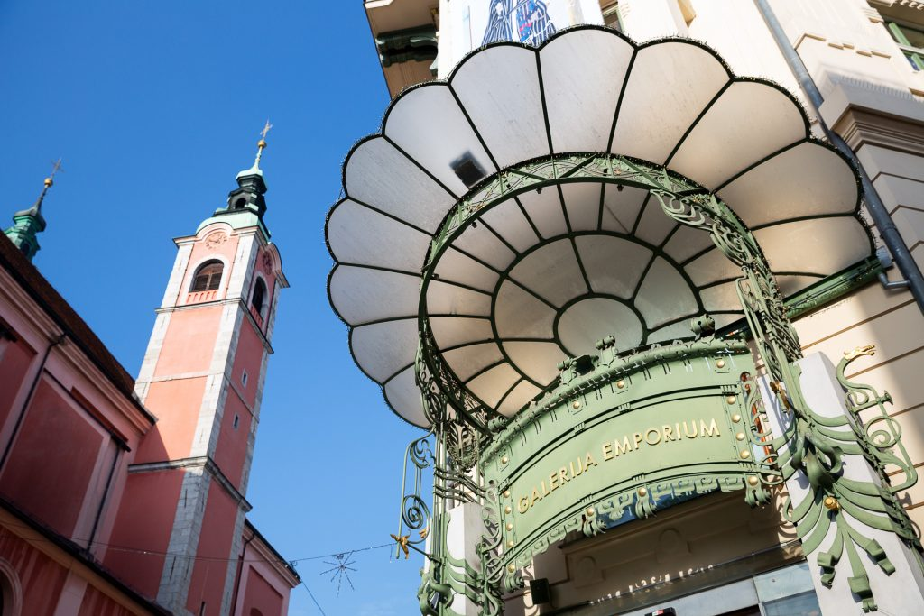 Die Jugendstil-Bauten in Ljubljana gekonnt einfangen.