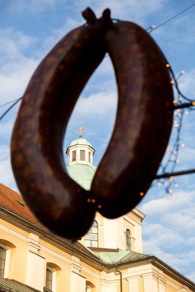 Auf unseren Fotostreifzügen in Ljubljana kommen wir an den beliebtesten Köstlichkeiten des Landes vorbei.
