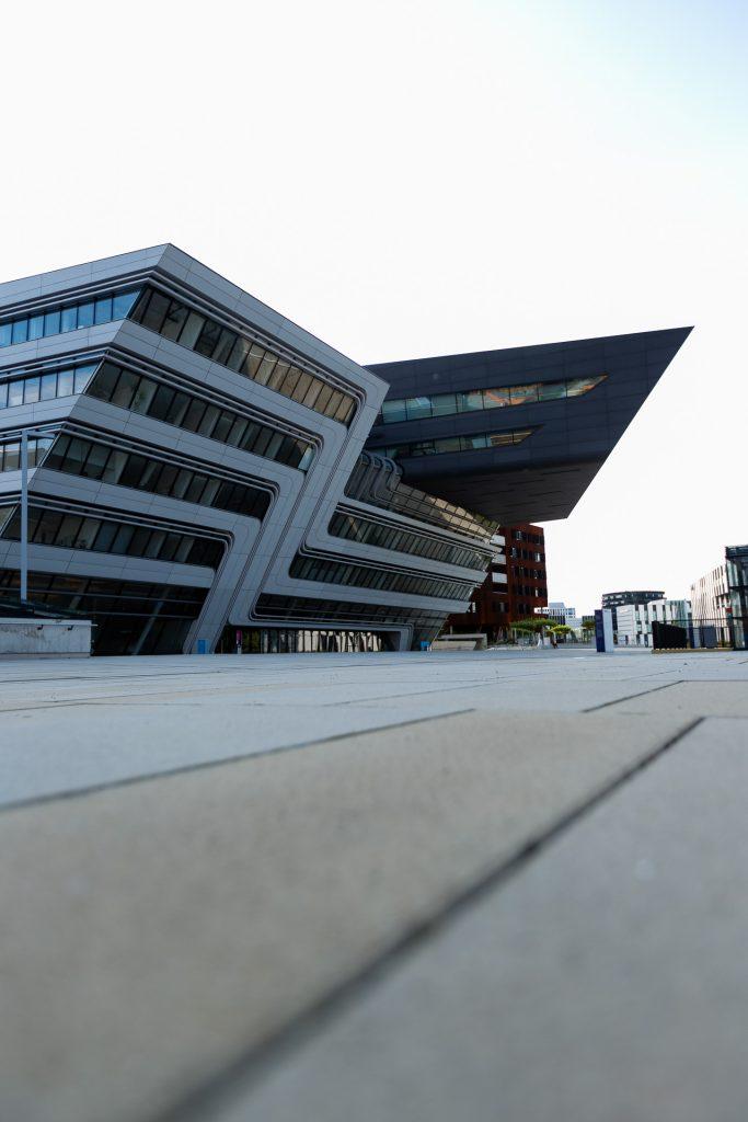 Die Fotogenehmigungen für das Fotografieren auf dem Gelände der Universität und in der Bibliothek ist bei unserem Fotokurs inkludiert.