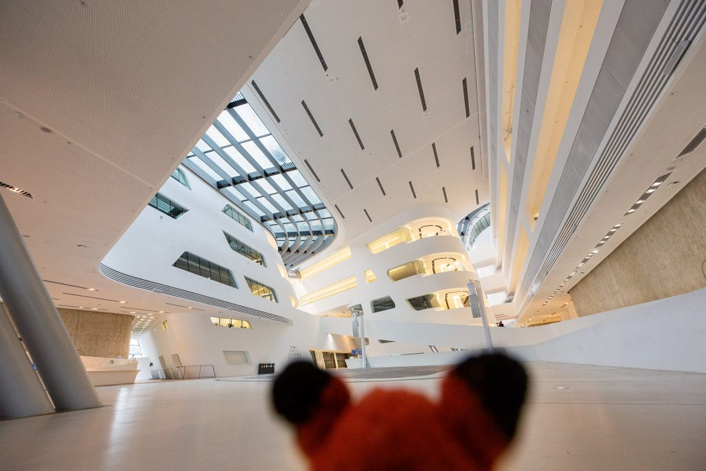 Beim Fotokurs Architekturfotografie in Wien zeigt dir Finn viele Tipps und Tricks, um deine Architekturfotos noch spannender zu gestalten.