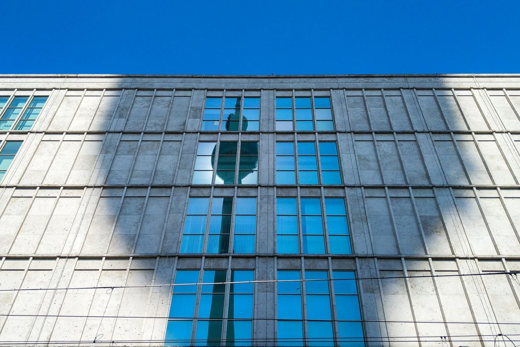 Komm mit uns auf Fotoreise nach Berlin und erlebe Fotografie in der Großstadt. Abseits der ausgetretenen Touristen-Pfaden haben wir ein Programm zu allen Tageszeiten und Lichtstimmungen der Stadt für dich zusammengestellt.