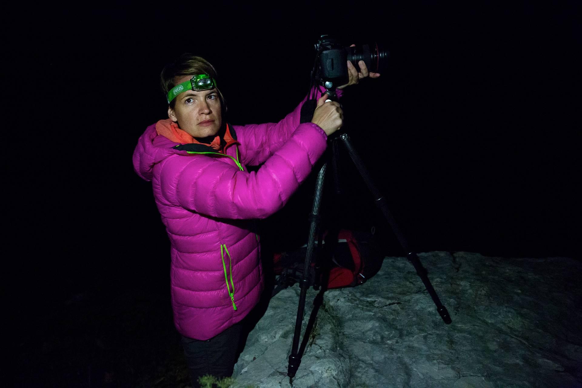 Direktes weißes Licht macht andere Fotofüchse fuchsteufelswild. Verwende lieber rotes Licht.