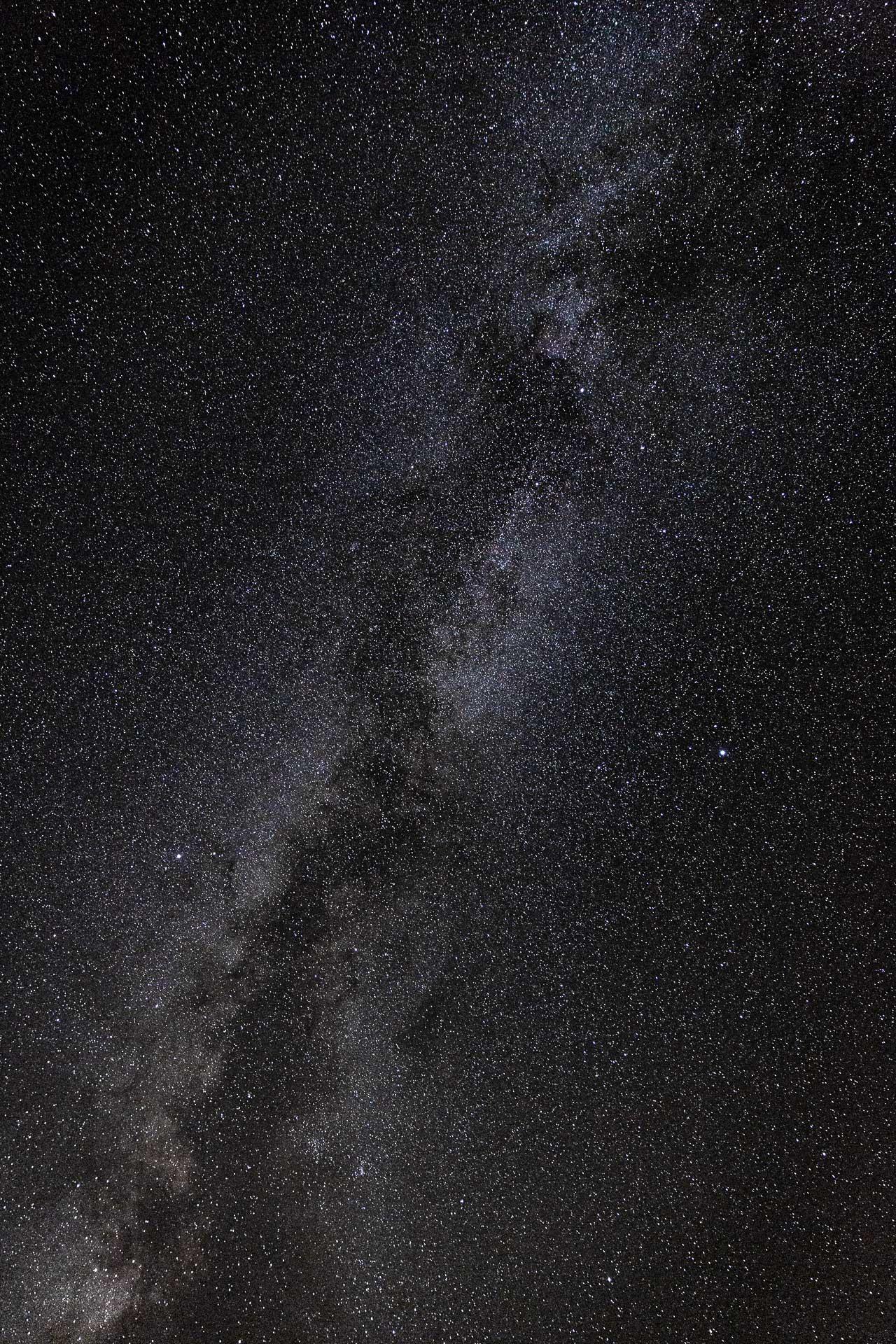 Bei Details des Sternenhimmels mit einem Tele-Objektiv erzeugt dein Foto auch ohne Vordergrund eine beeindruckende Wirkung.