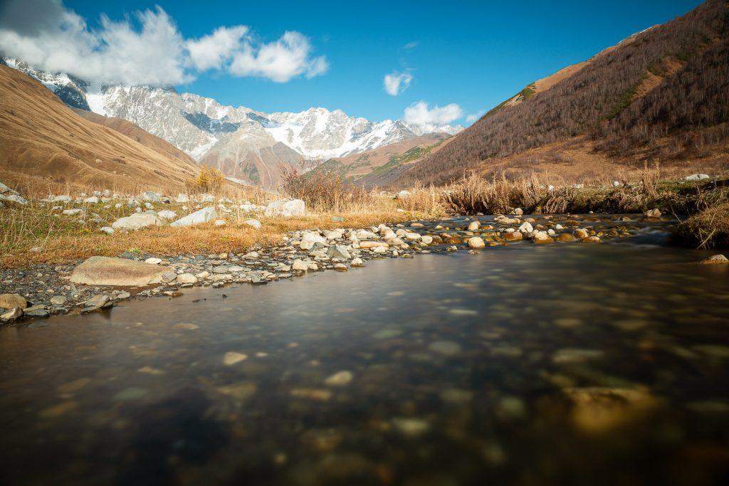 Unterwegs in den entlegensten Regionen Georgiens. An der Grenze zu Russland erwartet uns der majestätische Shkhara Gletscher.