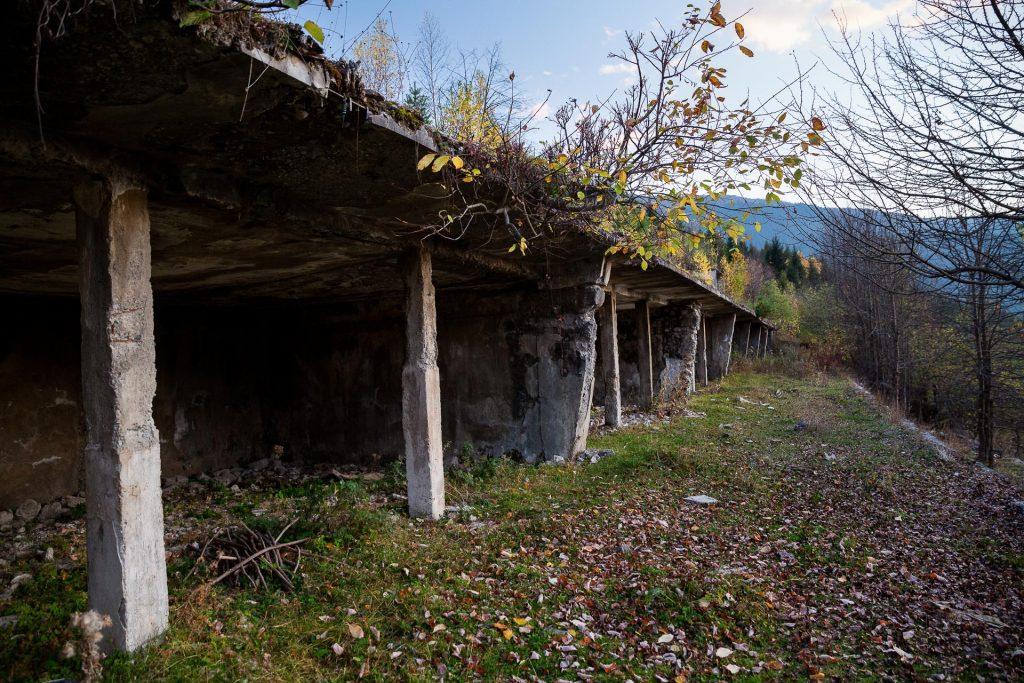 In der Bergwelt Swanetiens erwartet dich ein verlorener Ort: die ehemalige sowjetische Nobel-Alpin-Lodge.