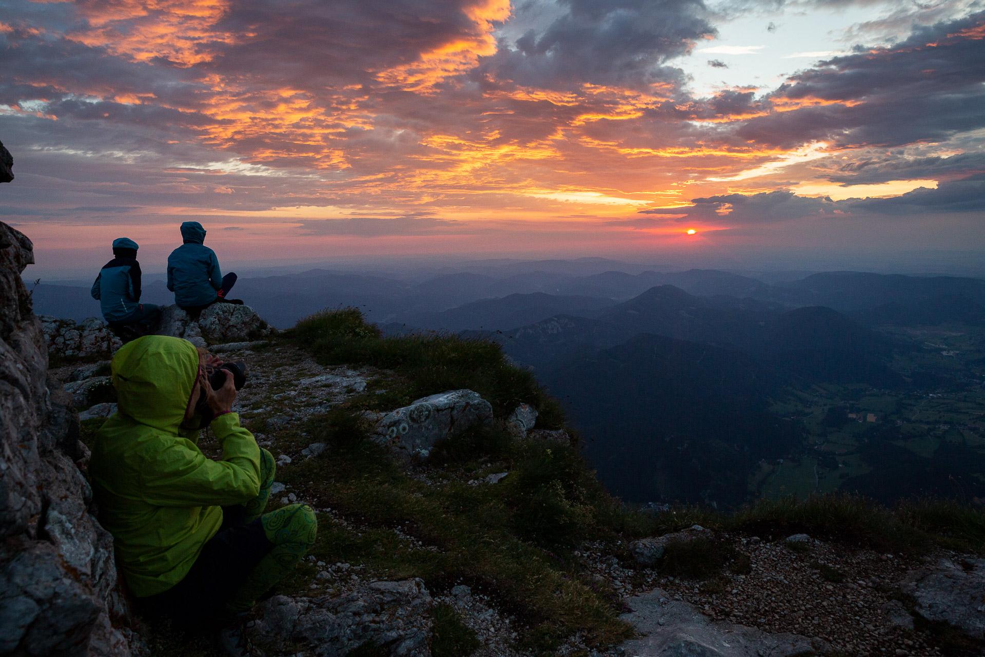 Fotoreisen & Fotokurse Bei unserem zweitägigen Fotokurs Berglichter und Hüttenzauber steht die imposante Landschaft des Berges mit seinen facettenreichen Naturmotiven und fantastischen Ausblicken bis hin ins tote Gebirge im Vordergrund.