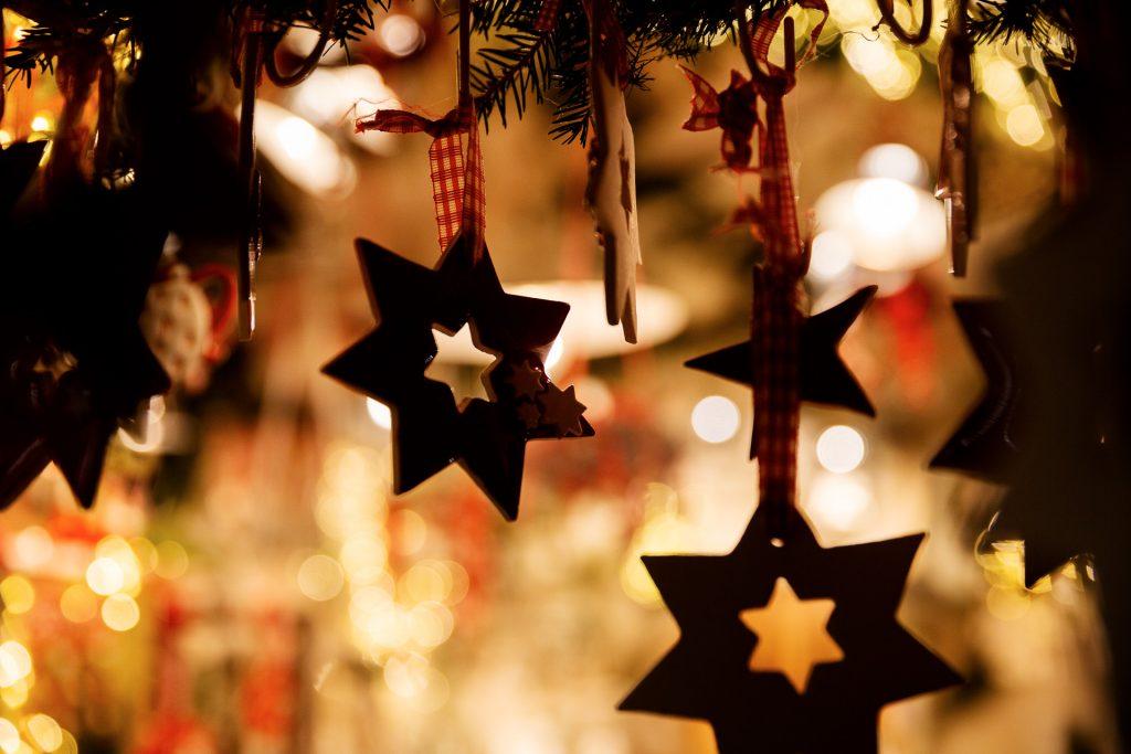 Erzeuge mit selektiver Unschärfe Tiefe in deinen Details und erzähle fokussiert deine weihnachtliche visuelle Geschichte.