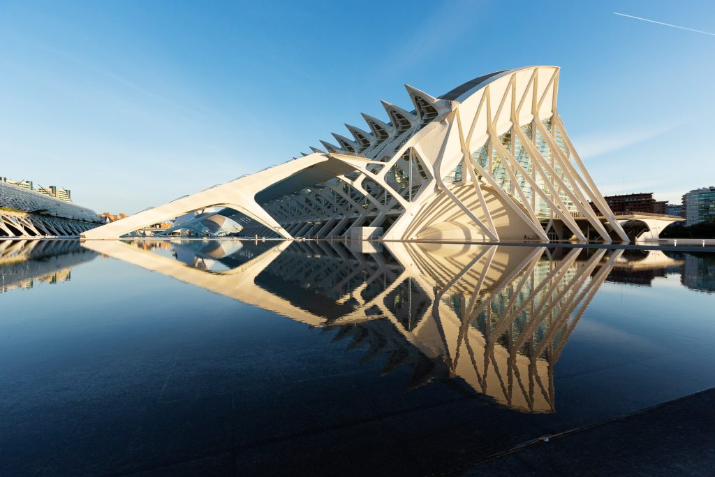 Formen, Farben, Licht, Schatten und Details - von früh am Morgen bis spät am Abend können wir die Kamera nicht mehr aus der Hand legen bei diesen faszinierenden architektonischen Gebäuden der spanischen Hafenstadt Valencia.