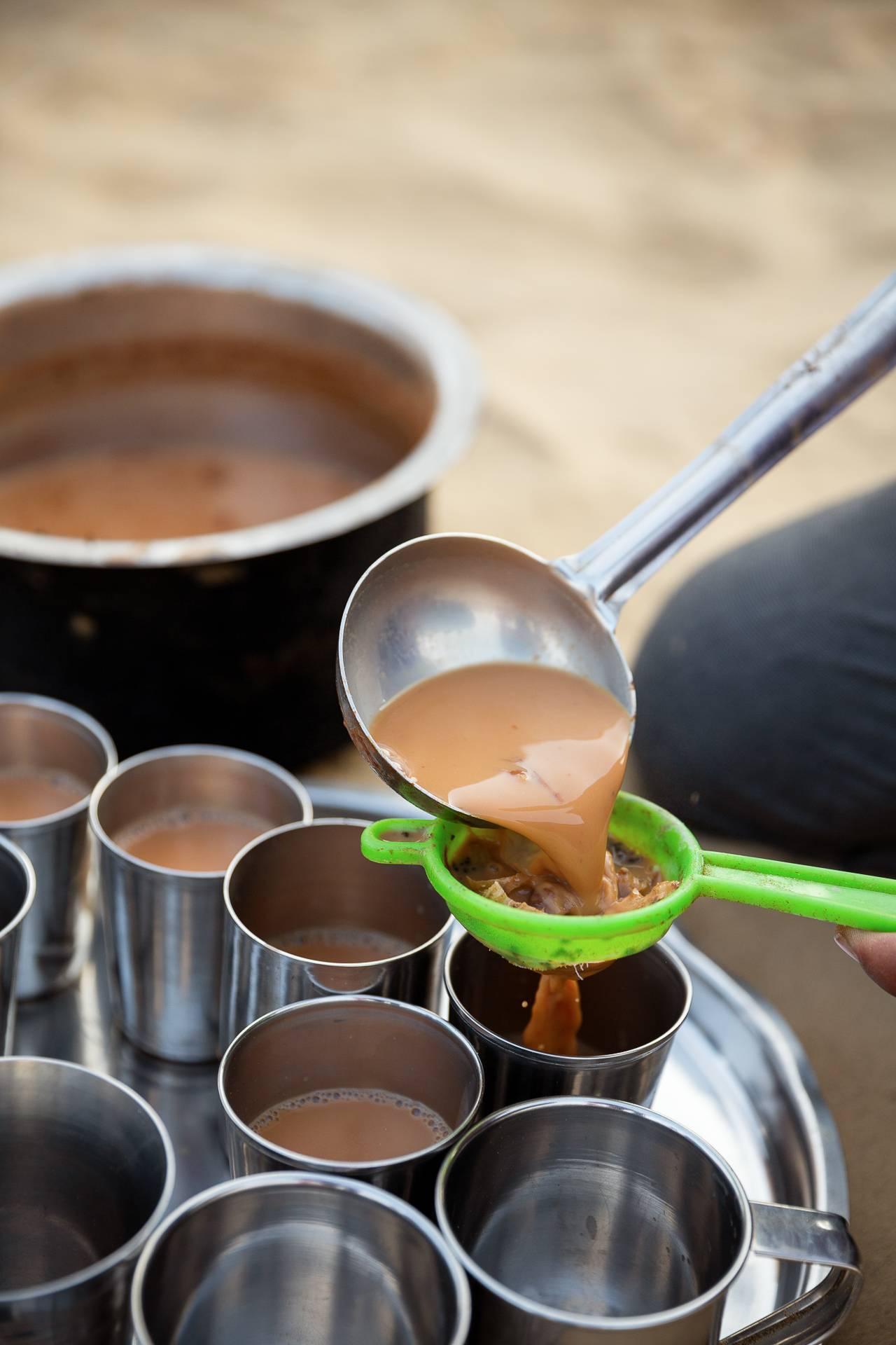 Für einen Chai ist in Indien immer Zeit. Auch bei unserem Fotostreifzug in der Wüste Thar.