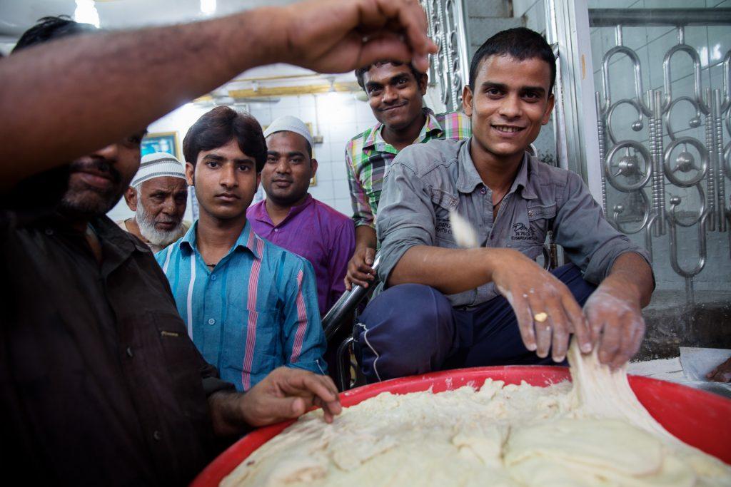 Sei stolz auf deinen Chapati Teig. Was wäre Indien nur ohne das Chapati?!
