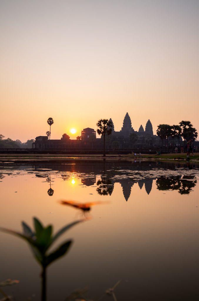 Die FOTOFÜCHSE Wunschorte. Hier wären wir jetzt gerne. Die warme Morgenstimmung in Kambodscha beim Angkor Wat einfangen und dabei genüsslich den viel zu süßen asiatischen Eiskaffee zum Aufwachen schlürfen.