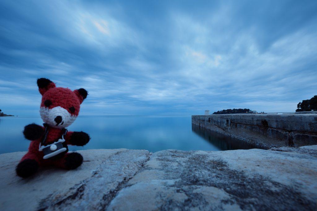 Die FOTOFÜCHSE Wunschorte. Still gesessen! Finn packt für seine Langzeitbelichtungen am Meer immer einen Graufilter ein.