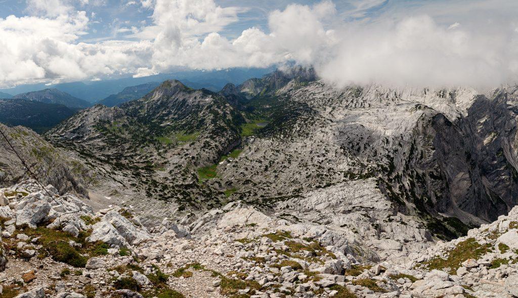 Die FOTOFÜCHSE Wunschorte. Am Rotgschirr in Österreich im Salzkammergut herumklettern und sich über die grandios weitläufige Aussicht freuen. Danach schnell zurück zur Pühringerhütte, wo Fotofuchs Tirza bereits mit einer Brettljause wartet.