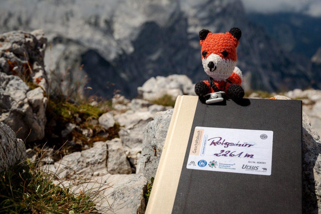 Die FOTOFÜCHSE Wunschorte. Am Gipfel des Rotgschirrs noch schnell ins Gipfelbuch eintragen. Aber dann schnellen Schritten runter vom Berg.