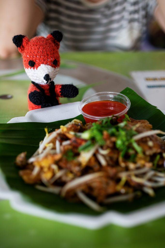 Die FOTOFÜCHSE Wunschorte. Bei Streetfood ist Finn sofort dabei! In Thailand bei einer besonderen Mittagspause auf einen schwimmenden Markt in Bangkok.