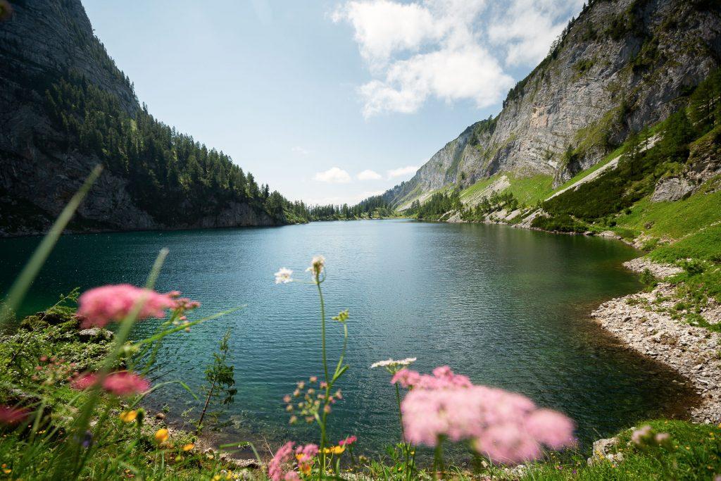 DIE FOTOFÜCHSE Foto Locations Salzkammergut. Auch der Blick vom anderen Ende des vorderen Lahngangsees ist immer einen Fotostopp wert.
