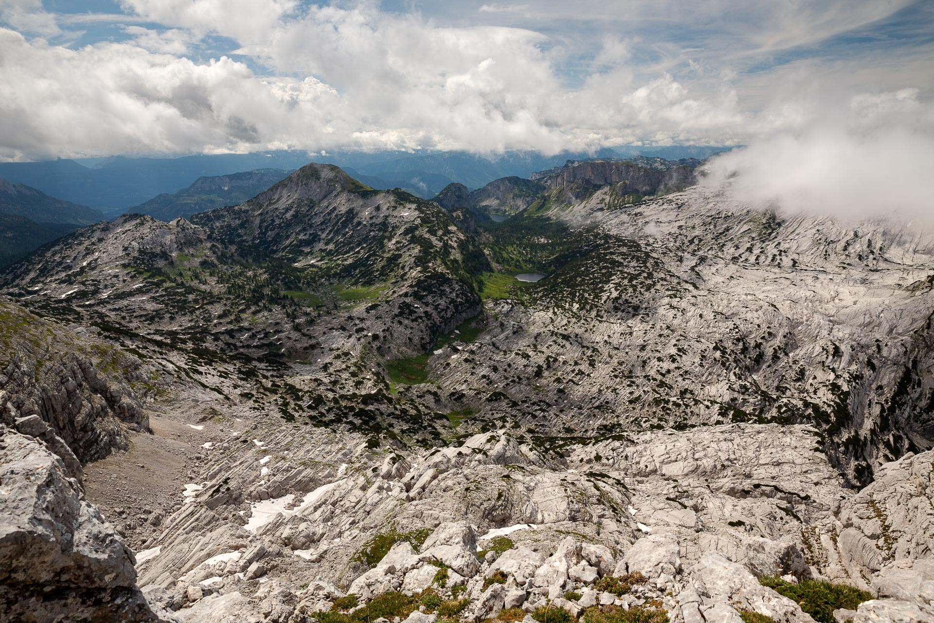 DIE FOTOFÜCHSE Foto Locations Salzkammergut. Vom Gipfel des Rotgschirrs überblickt man weitläufig das Tote Gebirge.