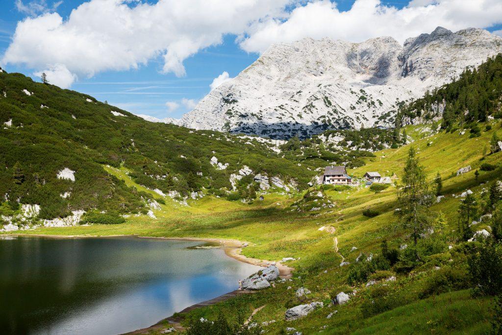 DIE FOTOFÜCHSE Foto Locations Salzkammergut. Fast angekommen. Kurz bevor du die Pühringerhütte erreichst, bietet sich ein idyllisch kitschiges Bergmotiv.