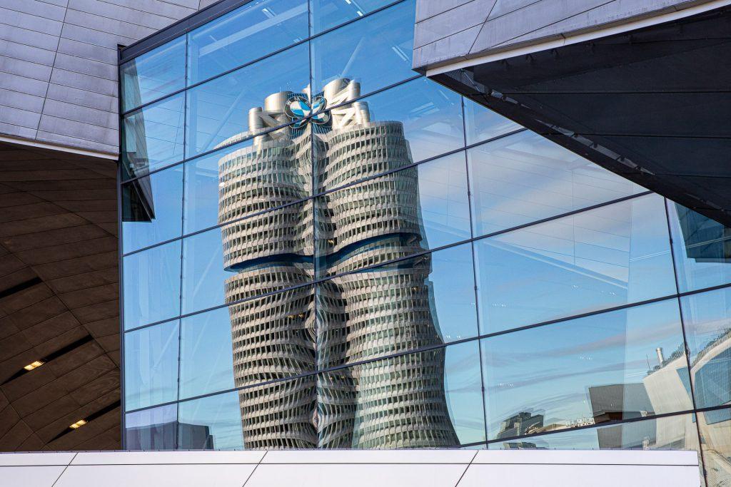 Wir zeigen dir besondere Fotospots für spannende Architekturfotos in München.