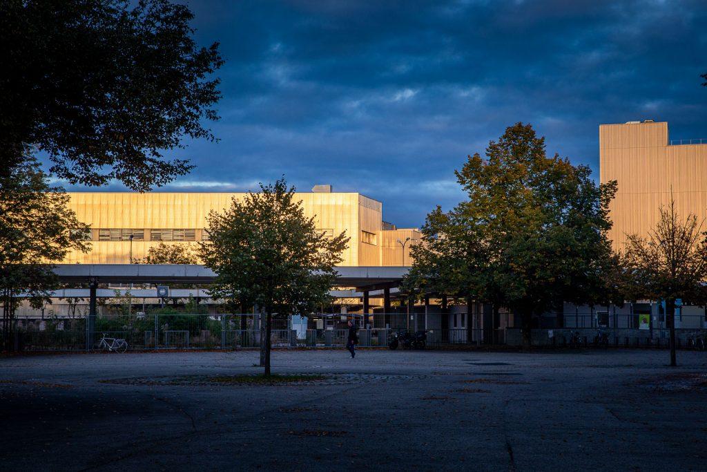 Wir nutzen die blaue Stunde für besonders ausgefuchste Architekturfotos.