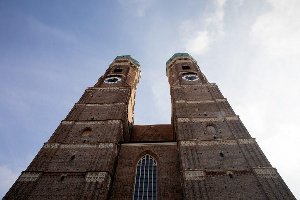 Wir zeigen dir neue Blickwinkel auf München. Unser Fotokurs führt uns an den Wahrzeichen der Stadt vorbei.