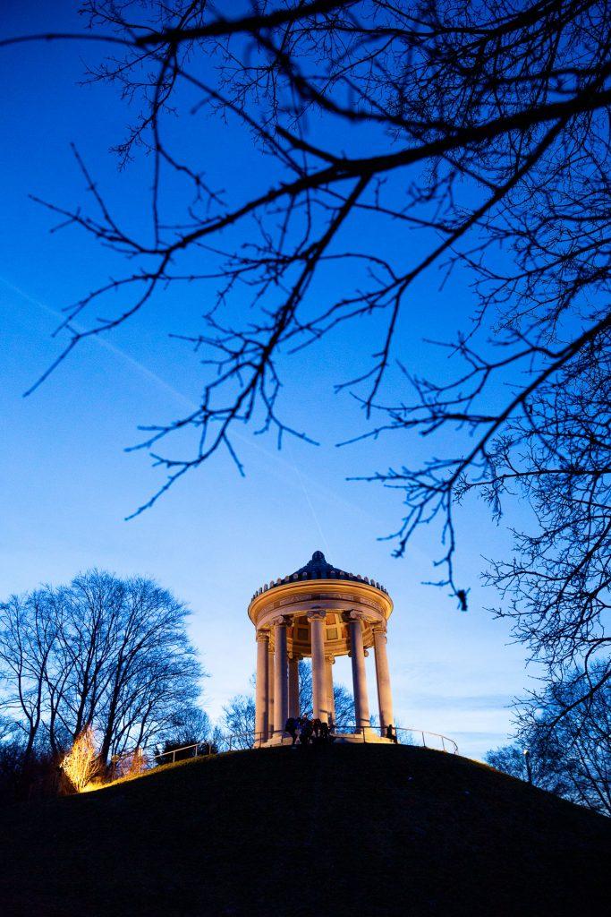 Im Englischen Garten erwartet dich neben Action und Natur auch ausgefuchste Architektur.
