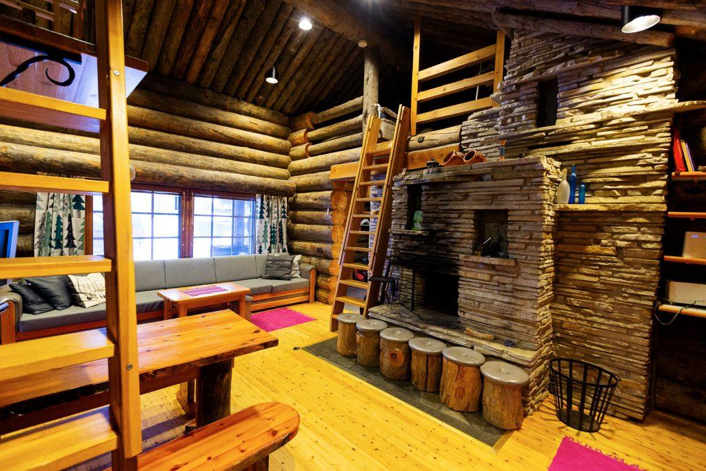 Bei der Fotoreise in Finnland befindet sich unser Fuchsbau in einer privaten Blockhütte, von der wir auf tägliche Fotostreifzüge gehen.