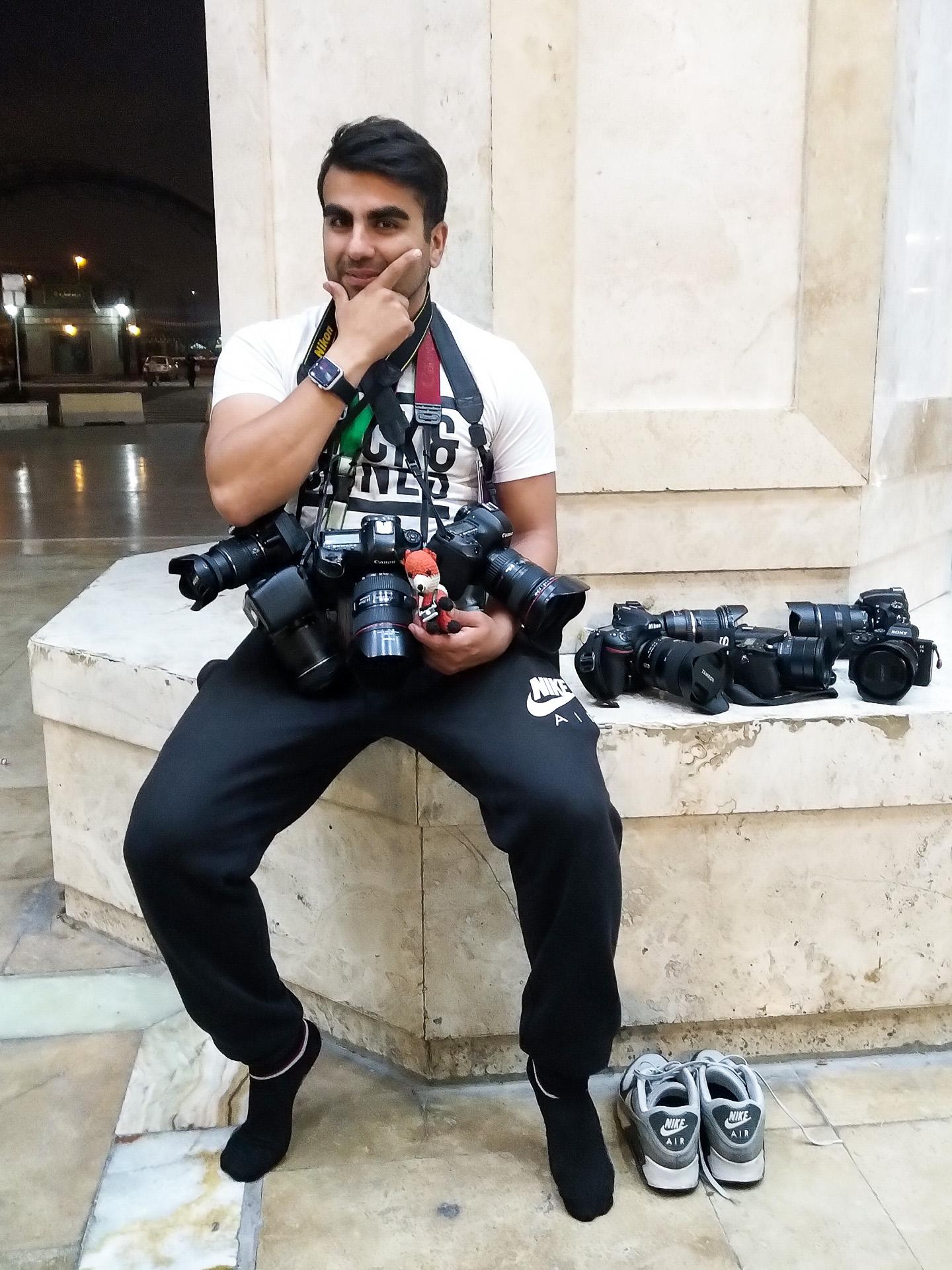Bei einer Fotoreise einen Ort besuchen, an dem das Fotografieren verboten ist? Bei solchen Spezialitäten passen unser Reiseguide und unser Profi Fuchs ausgefuchst auf dein Equipment auf.